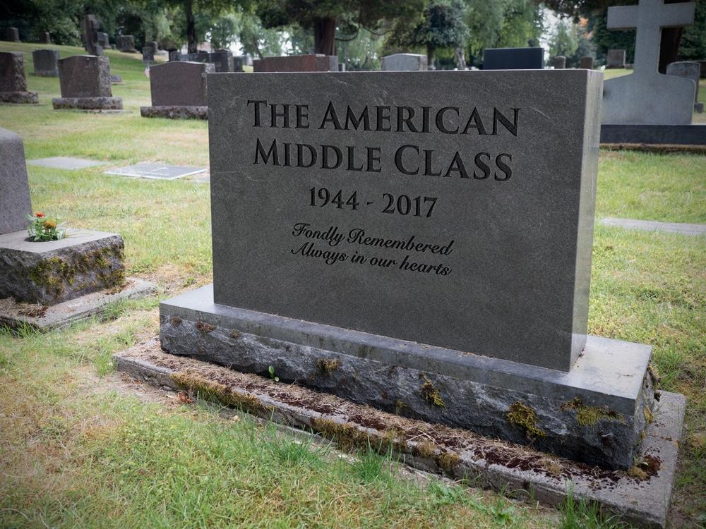 mort de la classe moyenne évincée par élites