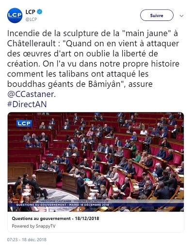 """incendie de la sculpture de la """"main jaune"""" Châtellerault"""