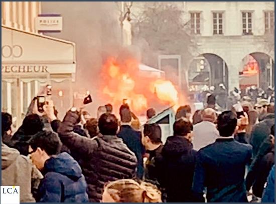 camion en feu manifestation gilets jaunes 16 mars