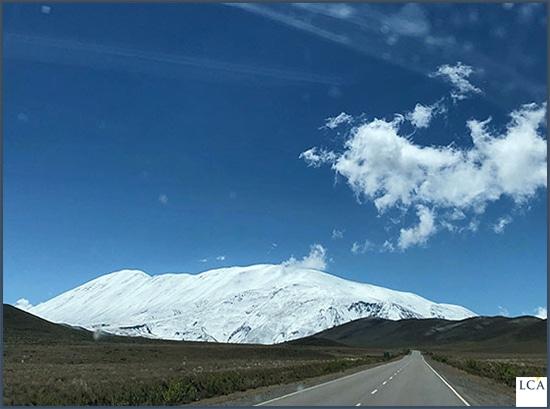montagnes enneigées en arrière-plan