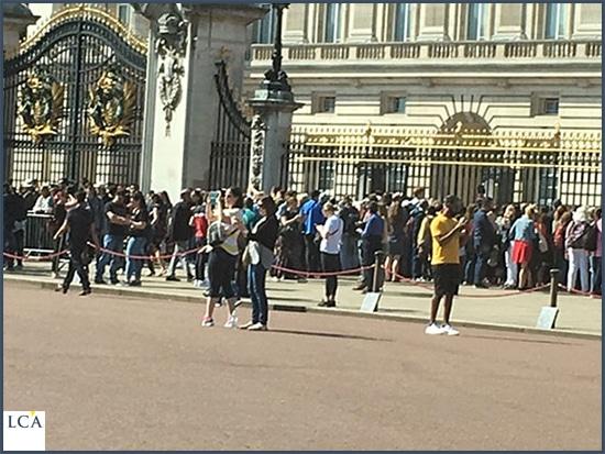 foule devant Buckingham Palace