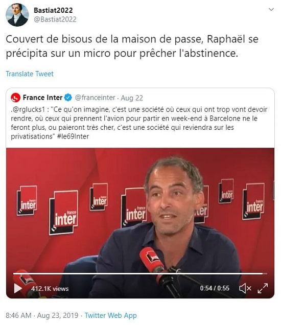 Tweet Bastiat2022 Couvert de bisous de la maison de passe, Raphaël se précipita sur un micro pour prêcher l'abstinence